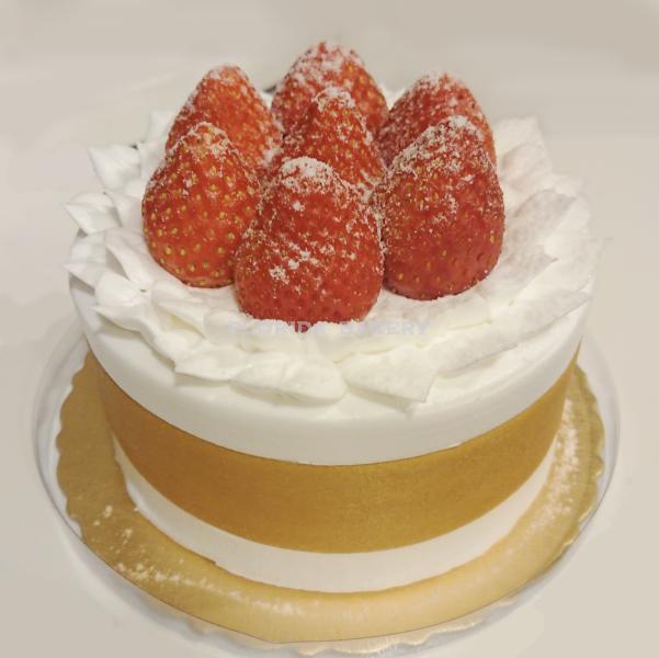 """4"""" 雪藏草莓 香草鮮奶油蛋糕"""